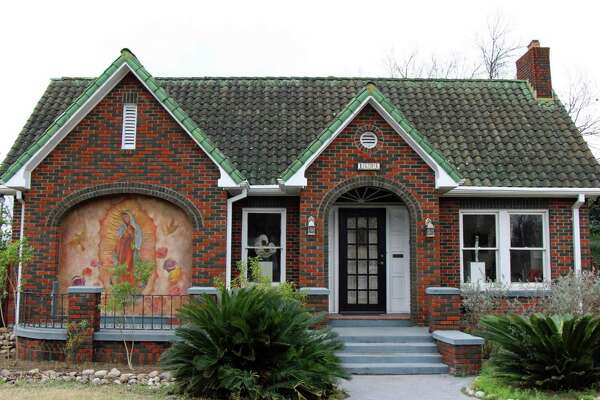 The Woodlawn Lake home of Caroline Brooks and Cody Vance was built in the 1920s for the son of the owner of Dietzel Bakery on South Alamo Street. The mural of La Virgen was painted by artists Kim Bishop and Judith Cottrell in 2009, when Toni Durr owned the house.