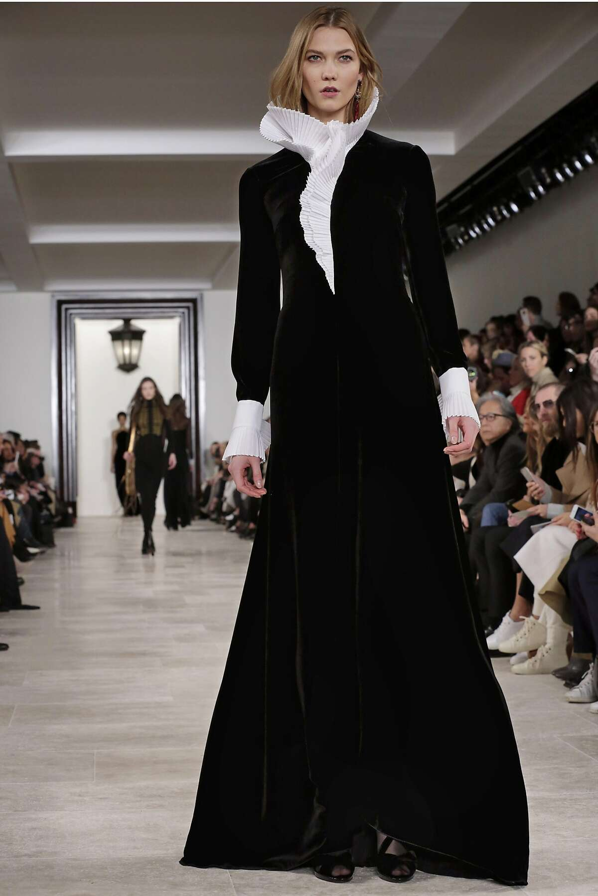 Model Karlie Kloss walks the runway in the Ralph Lauren Fall 2016 collection during Fashion Week in New York, Thursday, Feb. 18, 2016. (AP Photo/Richard Drew)