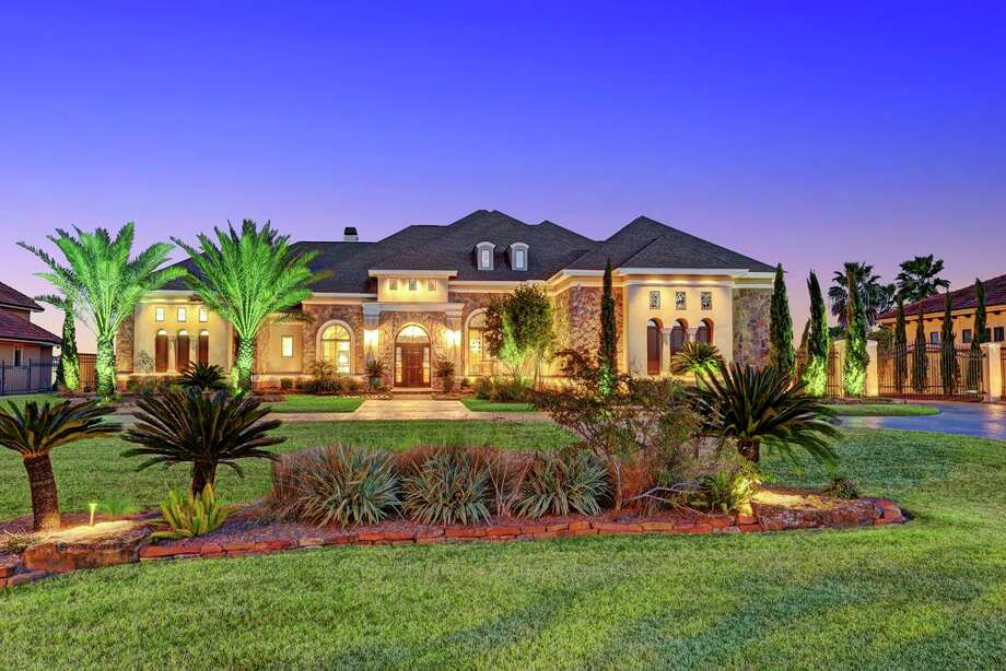 Pleasant Recently Listed Waterfront Homes For Sale In Texas Houston Home Interior And Landscaping Ferensignezvosmurscom