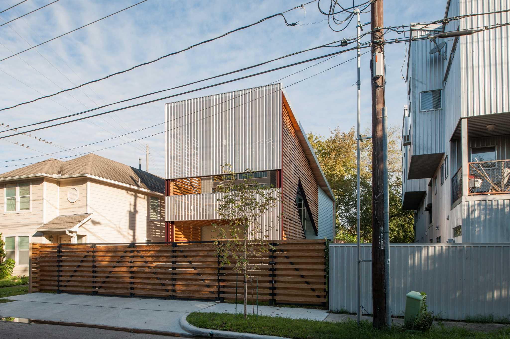 In fourth ward designer builds modern 39 shotgun 39 house for Modern house houston