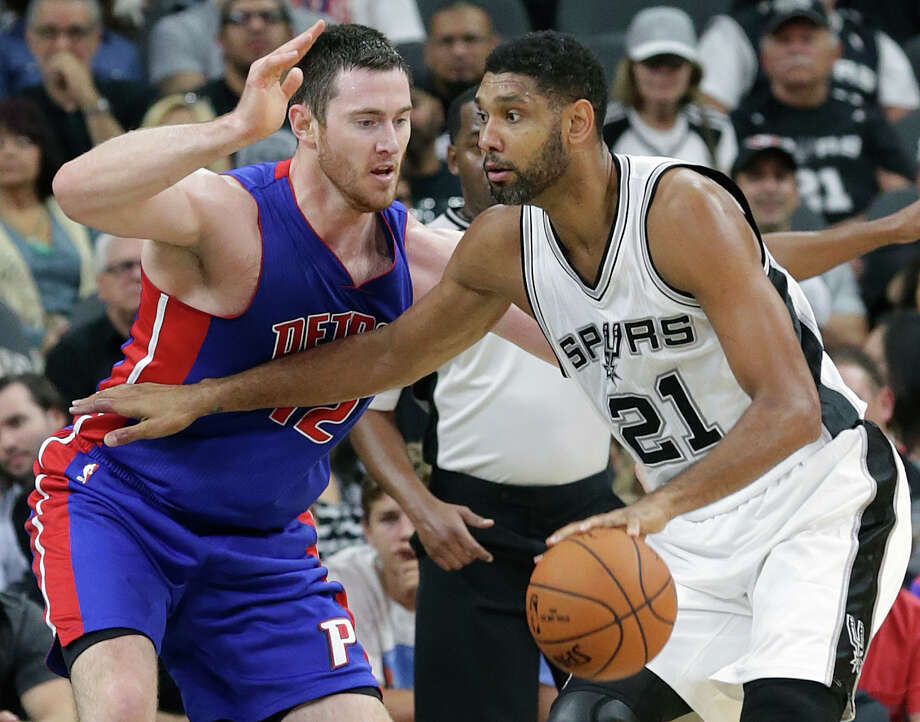 Tim Duncan moves into the lane against Detroit's Aron Baynes at the AT&T on Oct. 18, 2015. Photo: Tom Reel /San Antonio Express-News