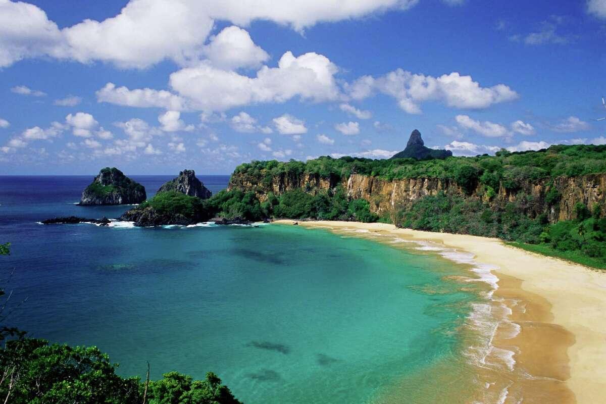 2) Baia do Sancho Fernando de Noronha, Brazil