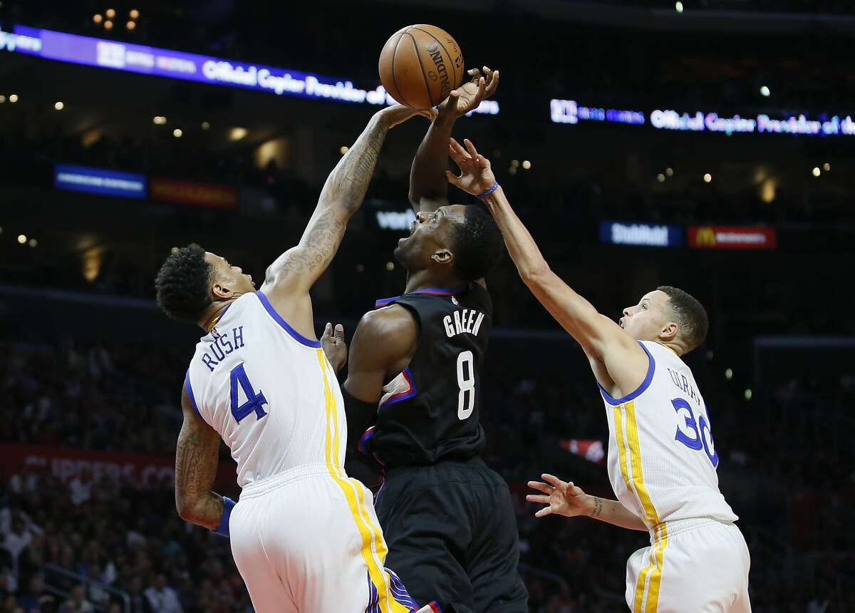 Golden State Warriors' Brandon Rush, left, and Stephen Curry, right, prevent Los Angeles Clippers' Jeff Green, center, from scoring during the first half of an NBA basketball game, Saturday, Feb. 20, 2016, in Los Angeles. (AP Photo/Danny Moloshok)