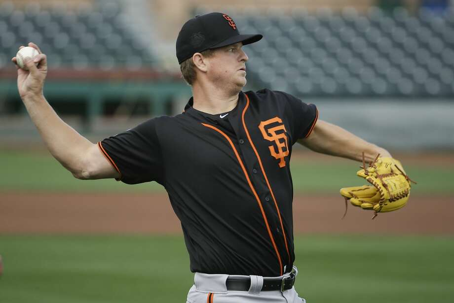 Giants pitcher Matt Cain plays catch in Scottsdale last week. Photo: Chris Carlson, Associated Press