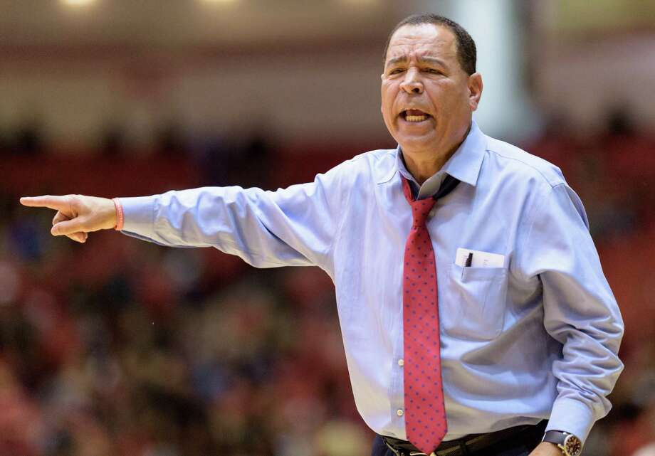 Houston Cougars Head Coach, Kelvin Sampson, shouts instructions to his team in the second half against the Temple Owls in a college basketball game on Sunday, February 21, 2016 at Hofheinz Pavilion. Photo: Wilf Thorne, For The Chronicle / © 2016 Houston Chronicle