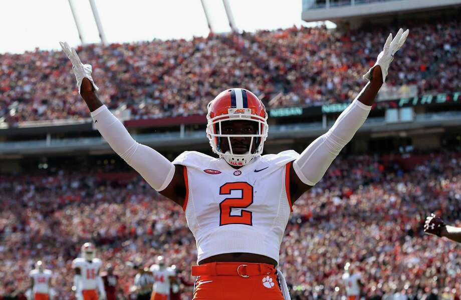 "Sports Illustrated's Chris BurkeCB Mackensie Alexander, ClemsonNotes: ""A slide for Alexander caused mainly by (William) Jackson's upward move. Both Alexander and Ohio State's Eli Apple would fit what Seattle wants in a cornerback, namely, a physical player who can hold his own one-on-one and doesn't mind stepping up on running backs. Alexander could pattern his game after Richard Sherman, first-hand."" Photo: Streeter Lecka, Getty Images / 2015 Getty Images"
