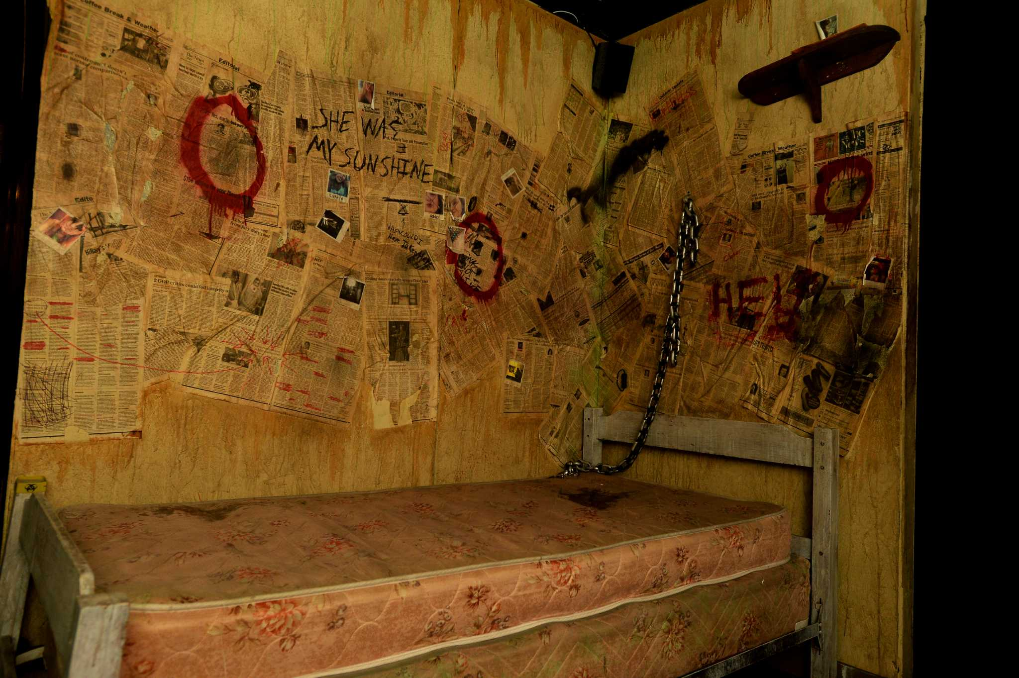 Escape room phenomenon expands to beaumont beaumont for Haunted room ideas