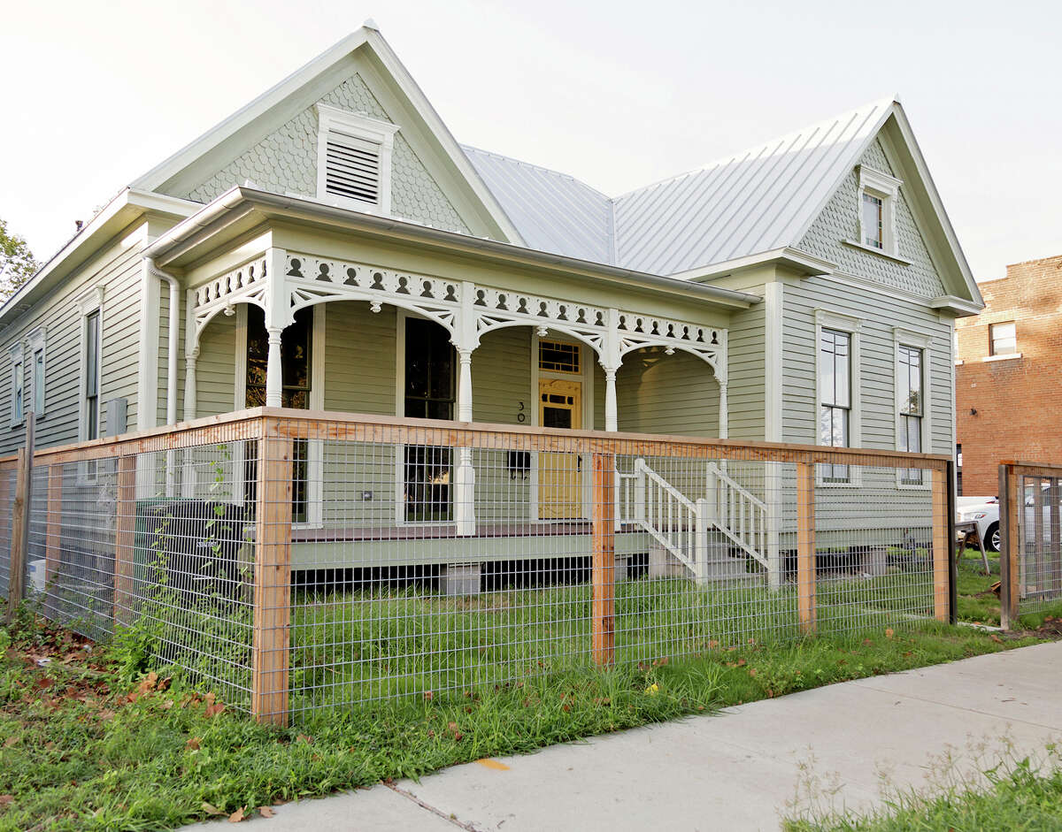 Winner: Andrew Bacon Restoration of an 1890s Folk Victorian home in the East End