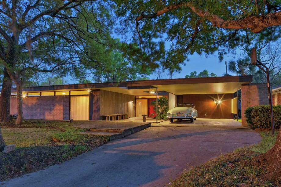 Martha and Steve Curry won a Good Brick Award for restoring their 1953 Lars Bang-designed home in Ayrshire. Photo: Preservation Houston