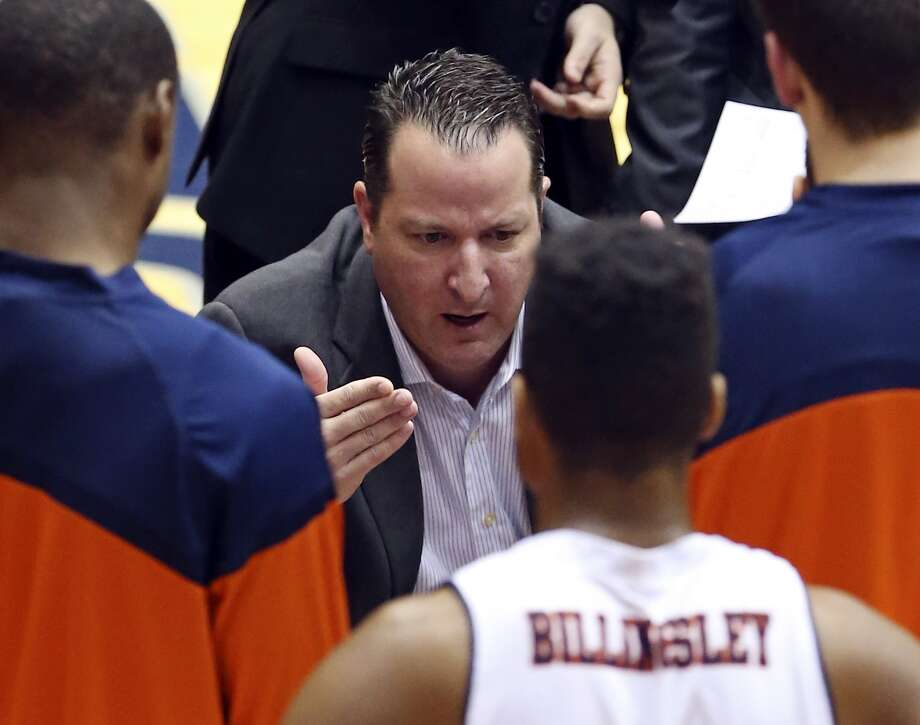 Brooks Thompson's UTSA team is allowing 83.7 points per game this season -- 342nd among the 351 Division I-A teams. (SAEN file photo)