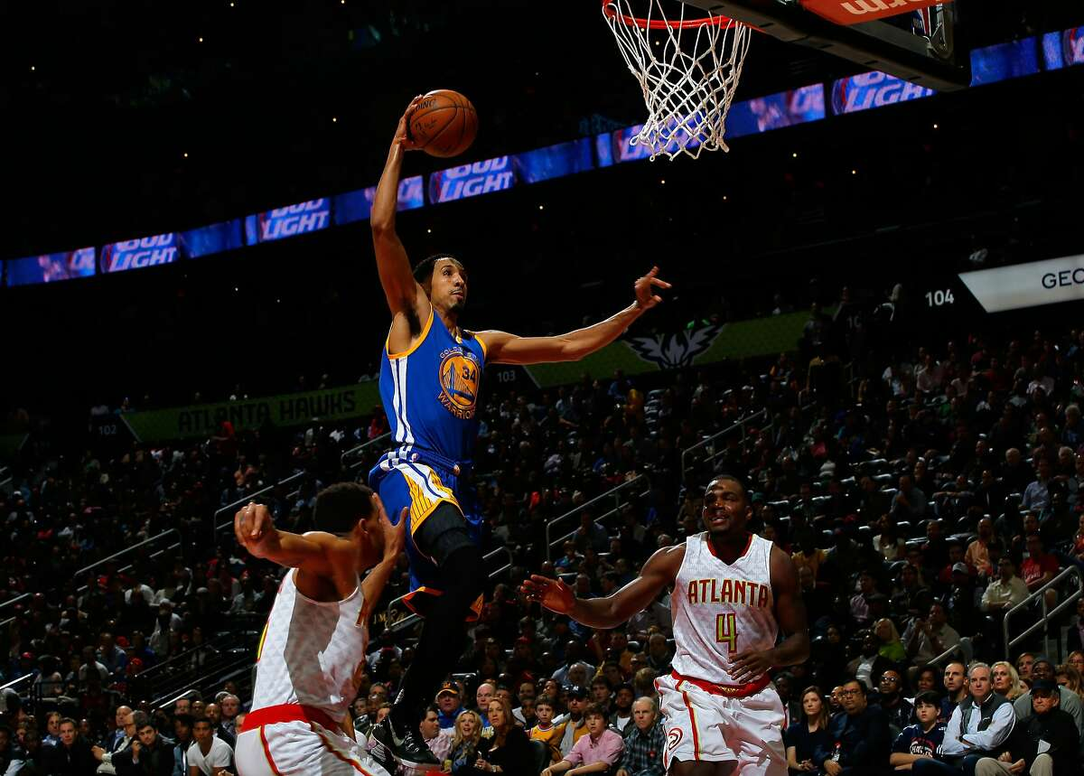 ATLANTA, GA - FEBRUARY 22: Shaun Livingston #34 of the Golden State Warriors dunks against Thabo Sefolosha #25 and Paul Millsap #4 of the Atlanta Hawks at Philips Arena on February 22, 2016 in Atlanta, Georgia. NOTE TO USER User expressly acknowledges and agrees that, by downloading and or using this photograph, user is consenting to the terms and conditions of the Getty Images License Agreement. (Photo by Kevin C. Cox/Getty Images)