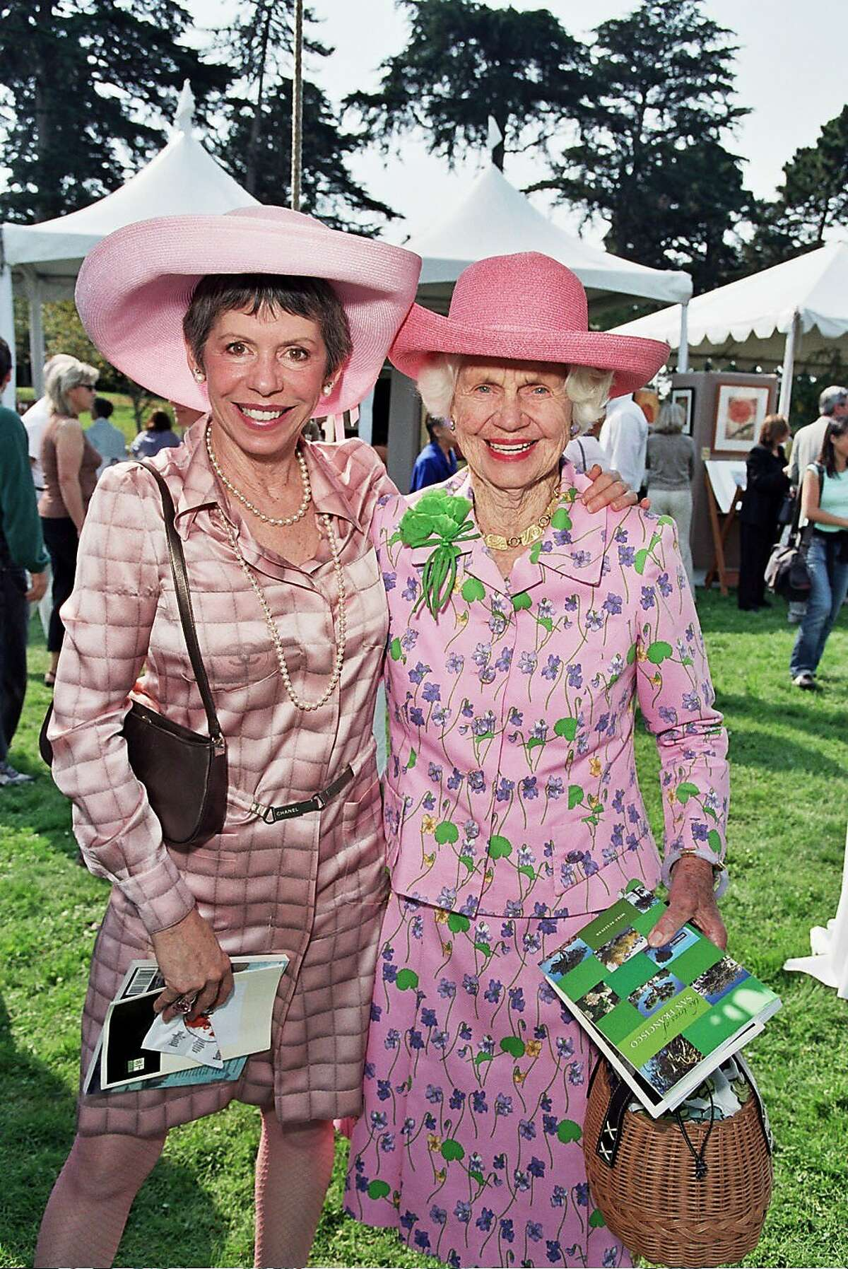 (l to R )Beatrice Bowles with her mom, Constance Peabody at the Garden Feast in the Botanical Gardens. Ran on: 11-07-2004 Ran on: 11-07-2004