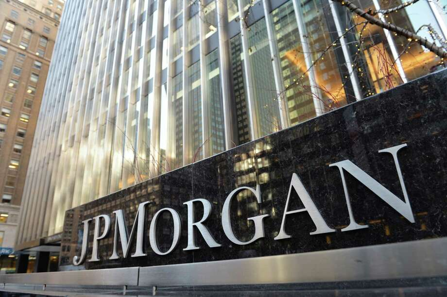 JPMorgan, the biggest U.S. bank, said it would need to boost reserves for soured energy loans by $1.5 billion if oil prices hold at about $25 a barrel over 18 months. Photo: AFP / Getty Images File Photo / AFP or licensors