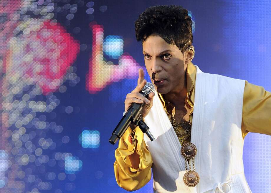 US singer and musician Prince announced a show on Sunday night, February 28th, at the Paramount theater in Oakland. Tickets go on sale on Wednesday Feb. 24th at noon. Photo: Bertrand Guay, AFP / Getty Images