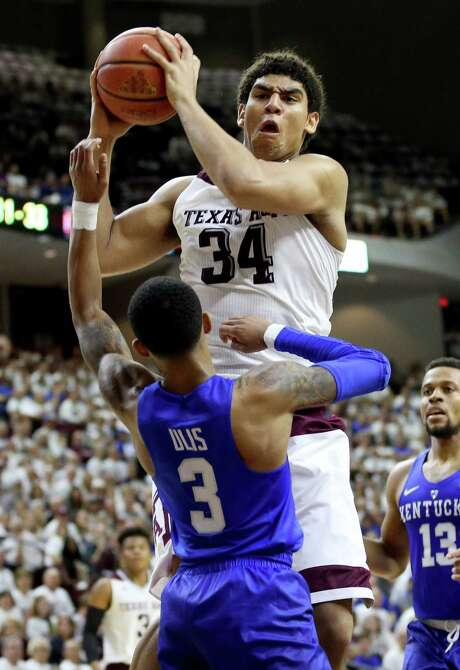 Freshman Tyler Davis shows an aggressive side that served A&M well Saturday against Kentucky as he had 15 points and 12 rebounds. Photo: Sam Craft, FRE / FRE145148 AP