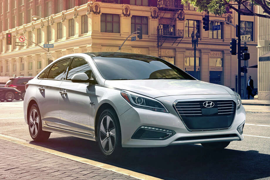 2016 Hyundai Sonata Hybrid Limited (photo courtesy Hyundai) Photo: Courtesy Hyundai
