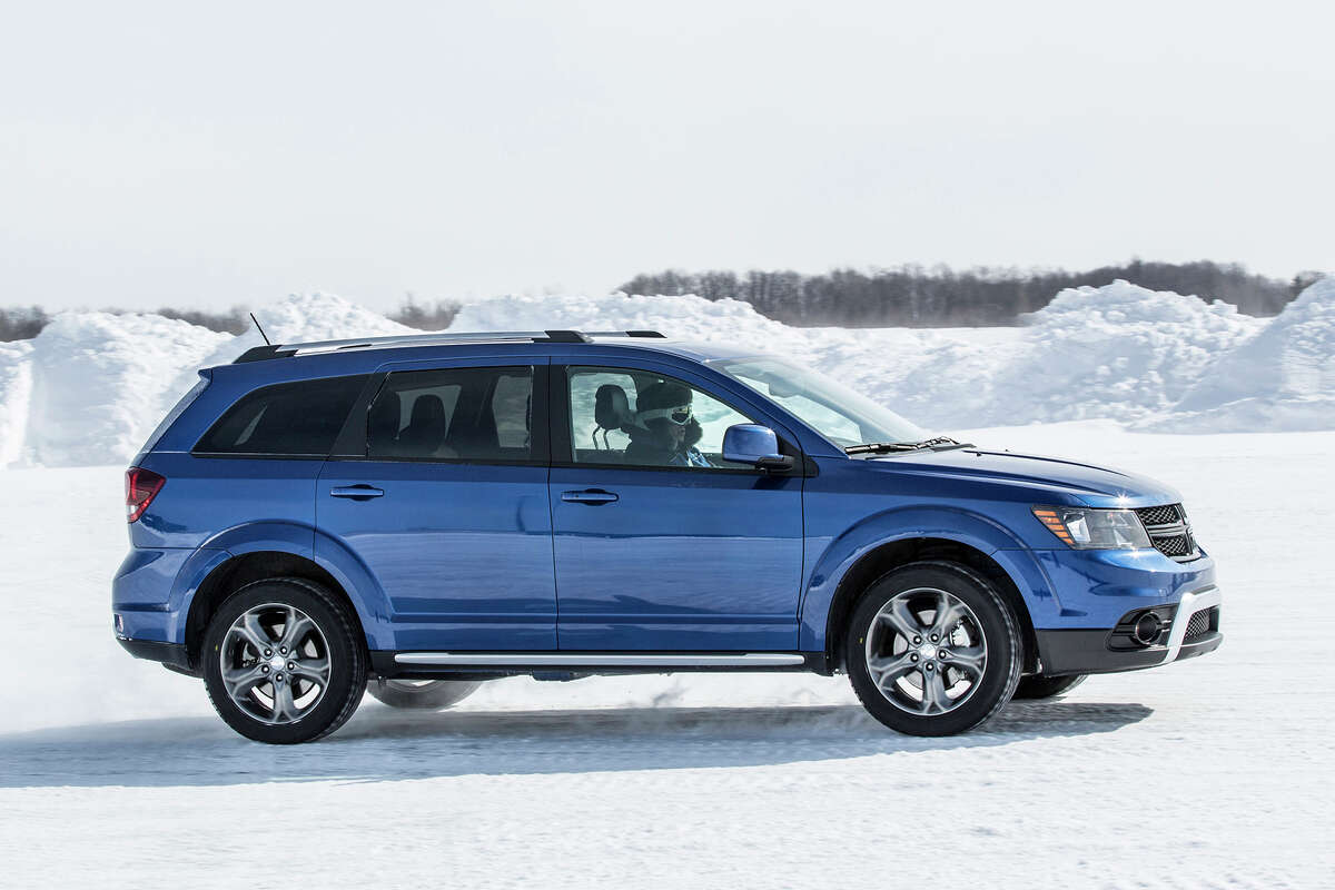 2016 Dodge Journey Crossroad Plus AWD (photo courtesy Fiat Chrysler Automobiles)