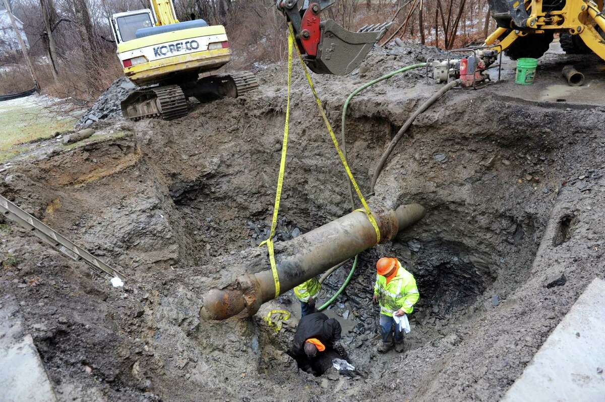 Town of Niskayuna Water and Sewer workers repair a water main bread on Fox Hollow Road near Lynnwood Dr. on Wednesday, Feb. 24, 2016, in Niskayuna, N.Y. The upper pipe is for runoff water. The Schenectady County Department of Environmental Health issued a boil-water order for the entire town because of numerous water main breaks. (Cindy Schultz / Times Union)