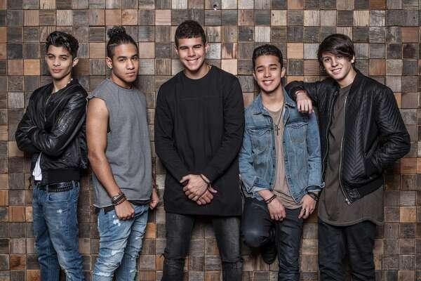 El primer disco de CNCO saldrá en abril o mayo, bajo el sello de Sony Music, y tendrá temas de reggaetón, balada, salsa y música electrónica en lo que es un ejemplo de la diversidad musical de los jóvenes hispanos en Estados Unidos.