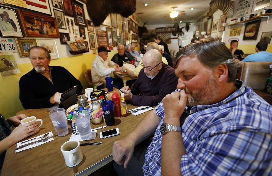 Coffee at Pappy's Coffee Shop in Bakersfield; topics include hard times for oil industry workers. Photo: Al Seib, McClatchy-Tribune News Service