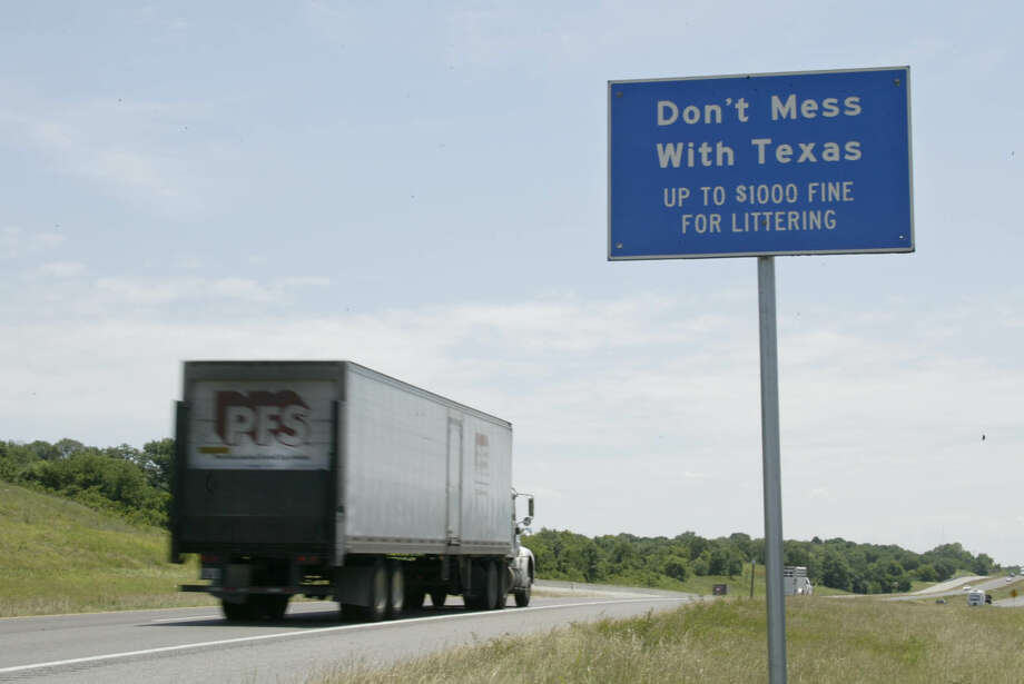 """A sign with the """"Don't Mess with Texas"""" slogan is shown along Interstate 35 near Gainesville, Texas. (AP Photo/Donna McWilliam) Photo: DONNA MCWILLIAM, STF / AP2004"""