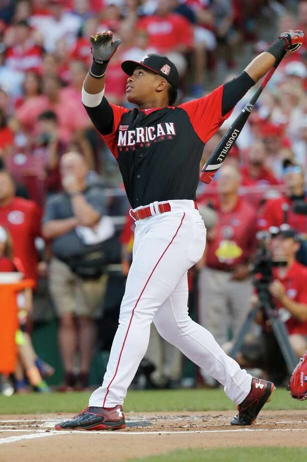 Then-Dulles High School standout Ron Wash­ington Jr. tied for the crown in the junior home run derby during MLB's  All-Star break festivities  in 2015. Photo: CTR