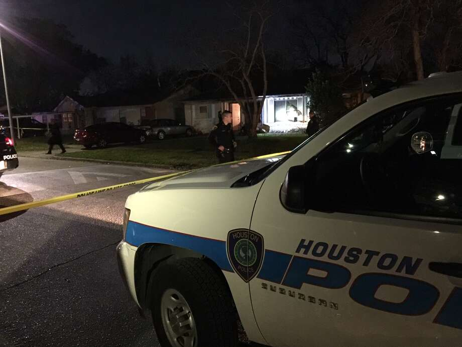 Houston police say a man shot and killed his former girlfriend at her home along Tidewater before shooting himself Wednesday night. Photo: Mike Glenn