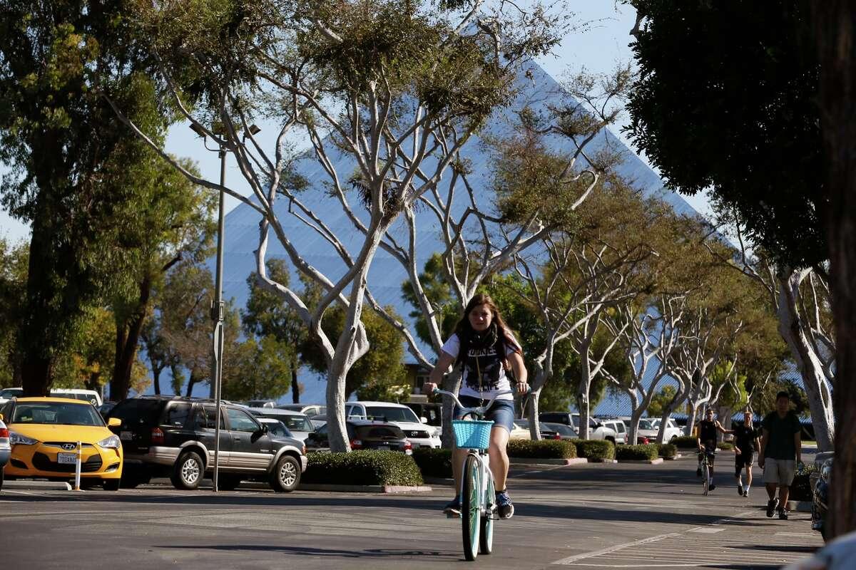 23. California State University, Long Beach Acceptance rate : 35.5 percentAverage SAT scores: 940-1170Average ACT scores: 20-25Source: Niche