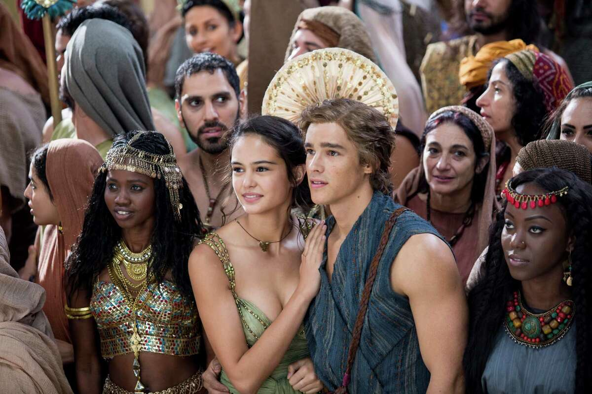 """This image released by Lionsgate shows Courtney Eaton, center left, and Brenton Thwaites, center right, in a scene from """"Gods of Egypt."""" (Lisa Tomasetti/Lionsgate via AP)"""