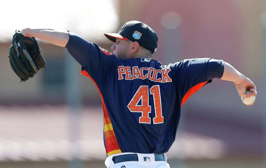 Houston Astros pitcher Brad Peacock throws live batting practice at the Astros spring training in Kissimmee, Florida, Thursday, Feb. 25, 2016. Photo: Karen Warren, Houston Chronicle / © 2015  Houston Chronicle