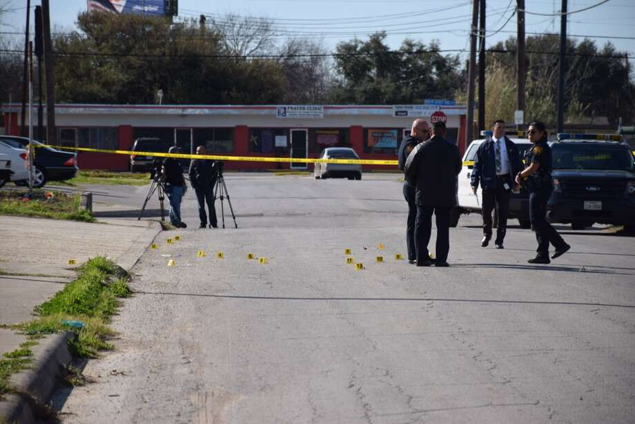 San Antonio Police Department investigators scour a shooting scene in the 300 block of Corliss Avenue on Feb. 26, 2016 after a group of gunmen opened fire into a crowd of people, injuring one. Photo: By Mark D. Wilson/San Antonio Express-News