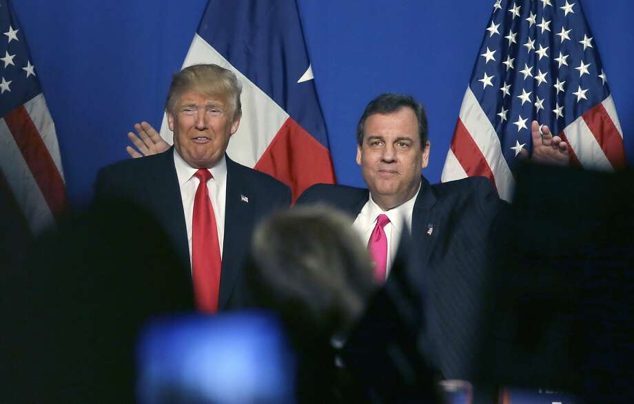 Republican candidate Donald Trump (left) receives the endorsement of New Jersey Gov. Chris Christie in Fort Worth, Texas. Photo: LM Otero, Associated Press