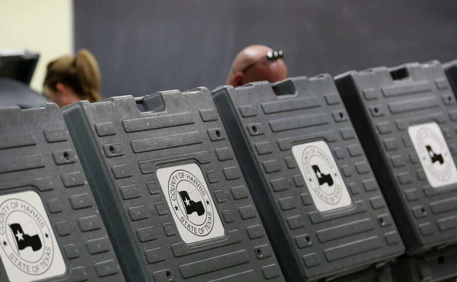 Voters are seen at the Metropolitan Multi-Services Center on West Gray Street in Houston.  ( Jon Shapley / Houston Chronicle ) Photo: Jon Shapley, Staff / © 2015  Houston Chronicle