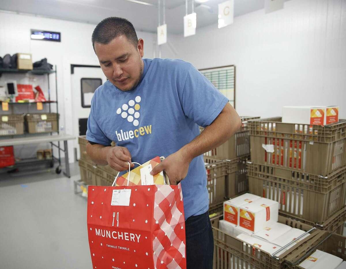 Manuel Valenzuela fills orders at San Francisco's Munchery in 2016.