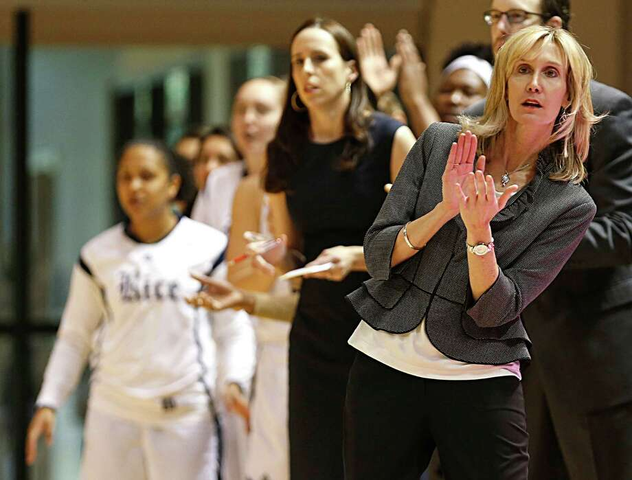 Rice Owls head coach Tina Langley right, during the first quarter of women's college basketball game action at Rice University's Tudor Fieldhouse, in Houston. Photo: James Nielsen, Houston Chronicle / © 2016  Houston Chronicle