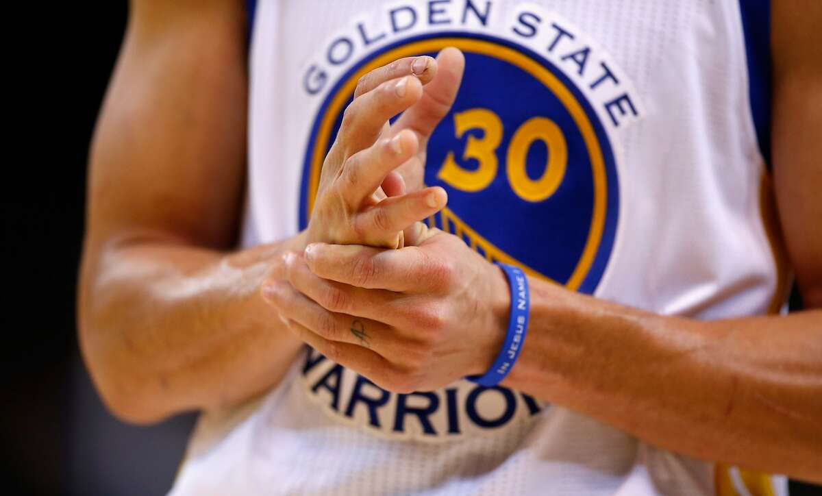 OAKLAND, CA - JANUARY 22: Stephen Curry #30 of the Golden State Warriors rubs his hands late in the fourth quarter of their game against the Indiana Pacers at ORACLE Arena on January 22, 2016 in Oakland, California. NOTE TO USER: User expressly acknowledges and agrees that, by downloading and or using this photograph, User is consenting to the terms and conditions of the Getty Images License Agreement. (Photo by Ezra Shaw/Getty Images)