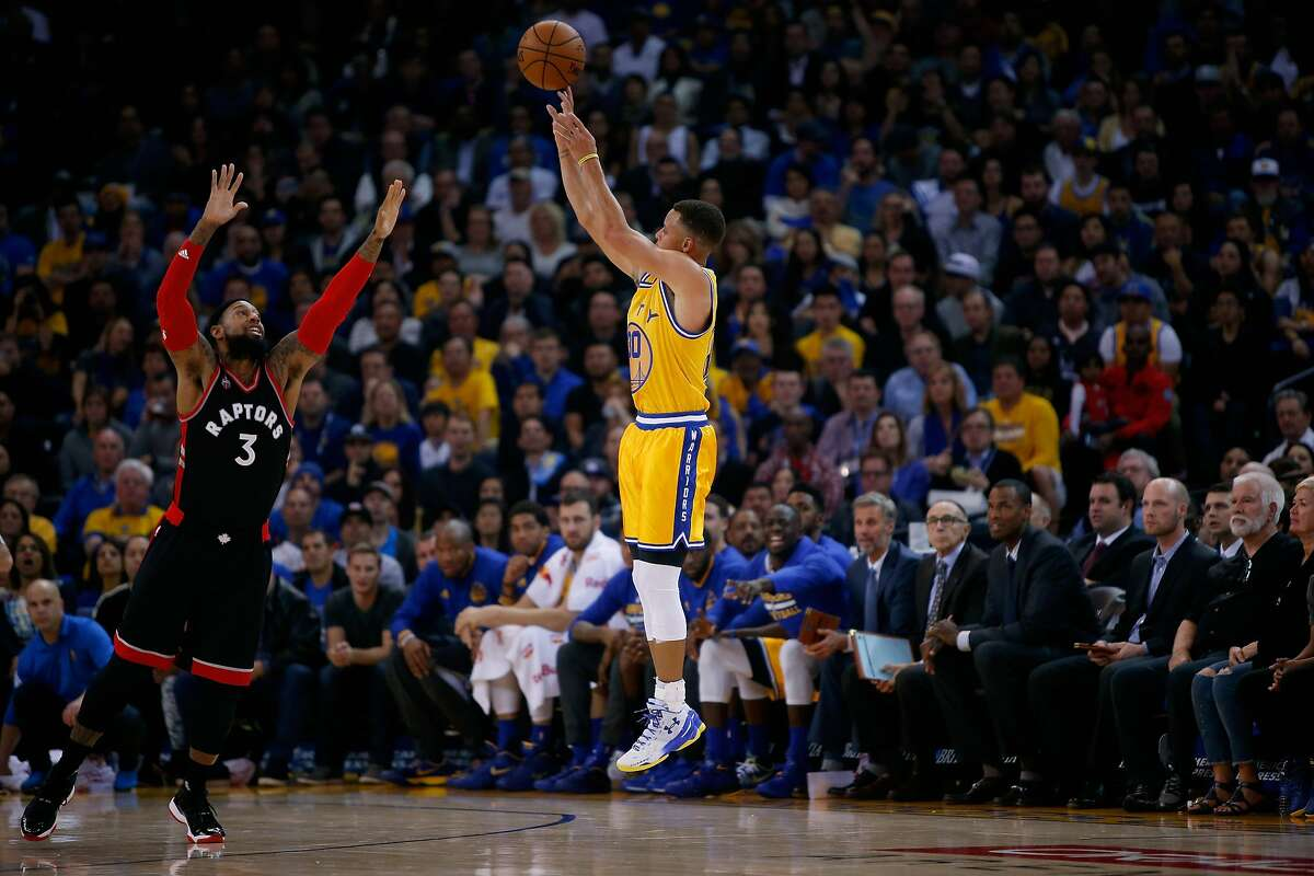 OAKLAND, CA - NOVEMBER 17: Stephen Curry #30 of the Golden State Warriors shoots a three-point basket over James Johnson #3 of the Toronto Raptors at ORACLE Arena on November 17, 2015 in Oakland, California. NOTE TO USER: User expressly acknowledges and agrees that, by downloading and or using this photograph, User is consenting to the terms and conditions of the Getty Images License Agreement. (Photo by Ezra Shaw/Getty Images)