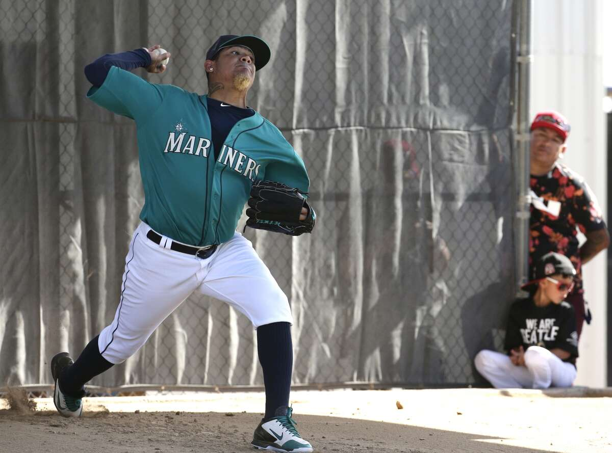 Seattle Mariners starting pitcher Felix Hernandez throws during spring training baseball practice Saturday, Feb. 27, 2016, in Peoria, Ariz. (AP Photo/Charlie Riedel)