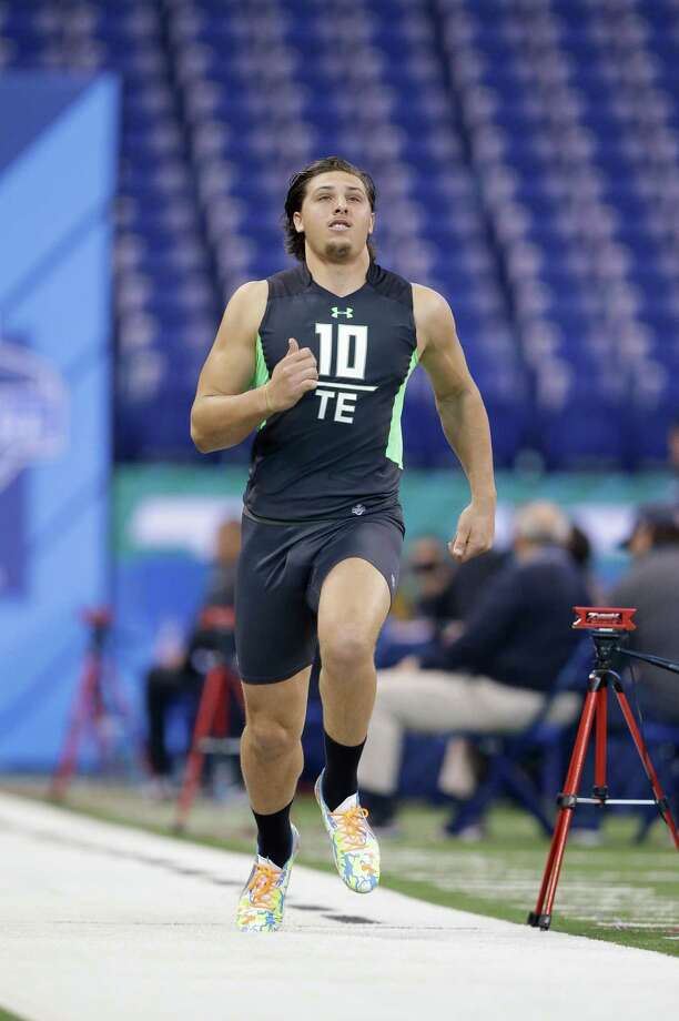 Stanford tight end Austin Hooper runs the 40-yard dash at the NFL football scouting combine on Sunday, Feb. 28, 2016, in Indianapolis. (AP Photo/Darron Cummings) Photo: Darron Cummings, Associated Press / AP