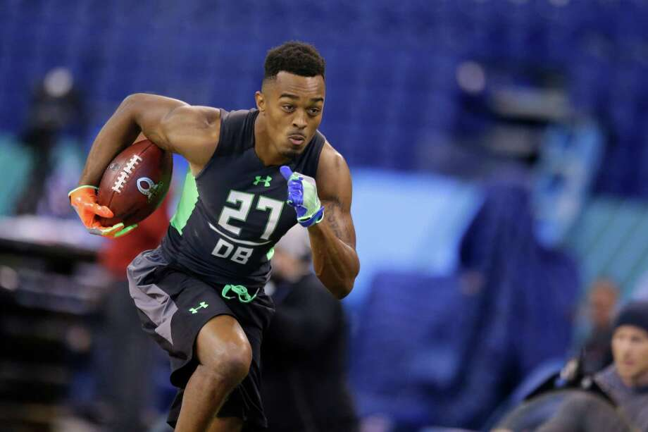 UH defensive back William Jackson runs a drill at the NFL football scouting combine in Indianapolis, Monday, Feb. 29, 2016. (AP Photo/Michael Conroy) Photo: Michael Conroy, Associated Press / AP