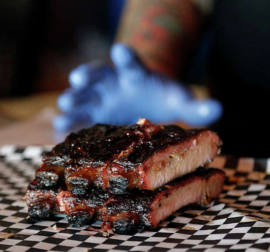 Ribs of various types are a main attraction at Pappa Charlie's, delicious and sweet without being heavy-handed. Photo: James Nielsen, Staff / © 2016  Houston Chronicle