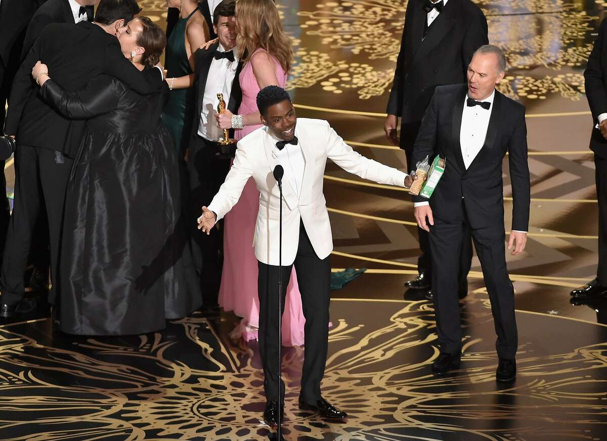 HOLLYWOOD, CA - FEBRUARY 28: Host Chris Rock (L) says goodnight while actor Michael Keaton looks on onstage during the 88th Annual Academy Awards at the Dolby Theatre on February 28, 2016 in Hollywood, California. (Photo by Kevin Winter/Getty Images)