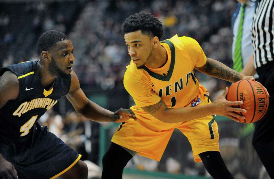 Quinnipiac's Giovanni McLean (4) defends against Siena's Marquis Wright (1) in the second half of their Metro Atlantic Athletic Conference NCAA college basketball game in Albany, N.Y., Sunday, Feb. 28, 2016. (Hans Pennink / Special to the Times Union) ORG XMIT: HP117 Photo: Hans Pennink / Hans Pennink