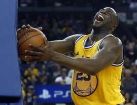 Golden State Warriors' Draymond Green reacts in 3rd quarter of Warriors'; 109-105 overtime win over Atlanta Hawks during NBA game at Oracle Arena in Oakland, Calif., on Tuesday, March 1, 2016.