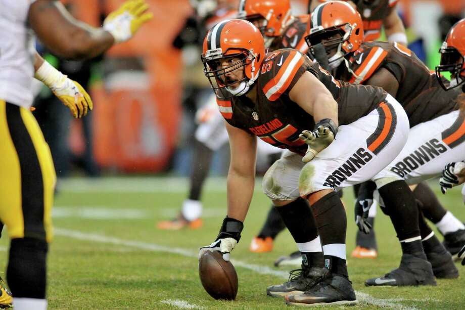 Browns center Alex Mack opted out of the final three years of his contract on Wednesday. Would he make sense for the Seahawks? Photo: Diamond Images, Getty Images / 2016 Diamond Images