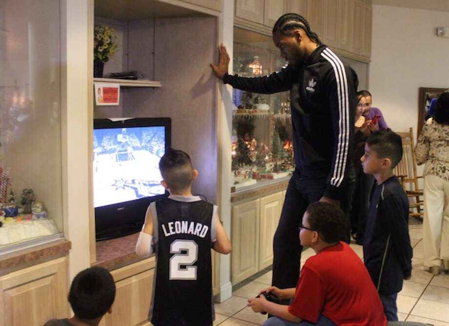 Jenga and PlayStation matches replaced treatments and medicines if only for a little while on Tuesday when Spurs star, Kawhi Leonard, paid the residents of the Ronald McDonald House a visit including one of his biggest little fans – 6-year-old Daniel Saenz. Photo: Spurs.com
