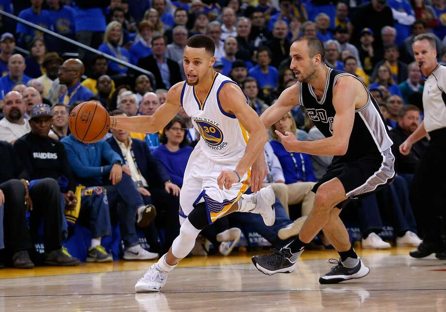 Stephen Curry of the Golden State Warriors dribbles past Manu Ginobili of the San Antonio Spurs at ORACLE Arena on January 25, 2016. Photo: Ezra Shaw, Getty Images