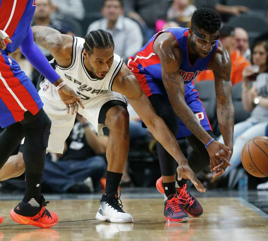 Spurs' Kawhi Leonard (02) and Detroit Pistons' Reggie Bullock (25) lunge for a loose ball at the AT&T Center on Wednesday, Mar. 2, 2016. Photo: Kin Man Hui, San Antonio Express-News / ©2016 San Antonio Express-News