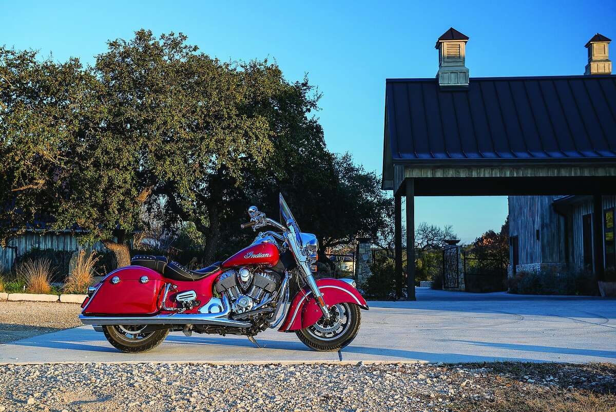 The 2016 Indian Springfield, part street cruiser, part highway tourer. Take a look in the next two photos how the bike transforms with the removal of hardware.