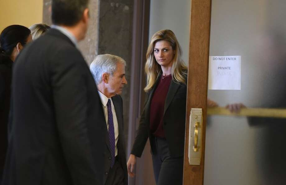 Erin andrews trial hotel rep denies showing peep hole video at
